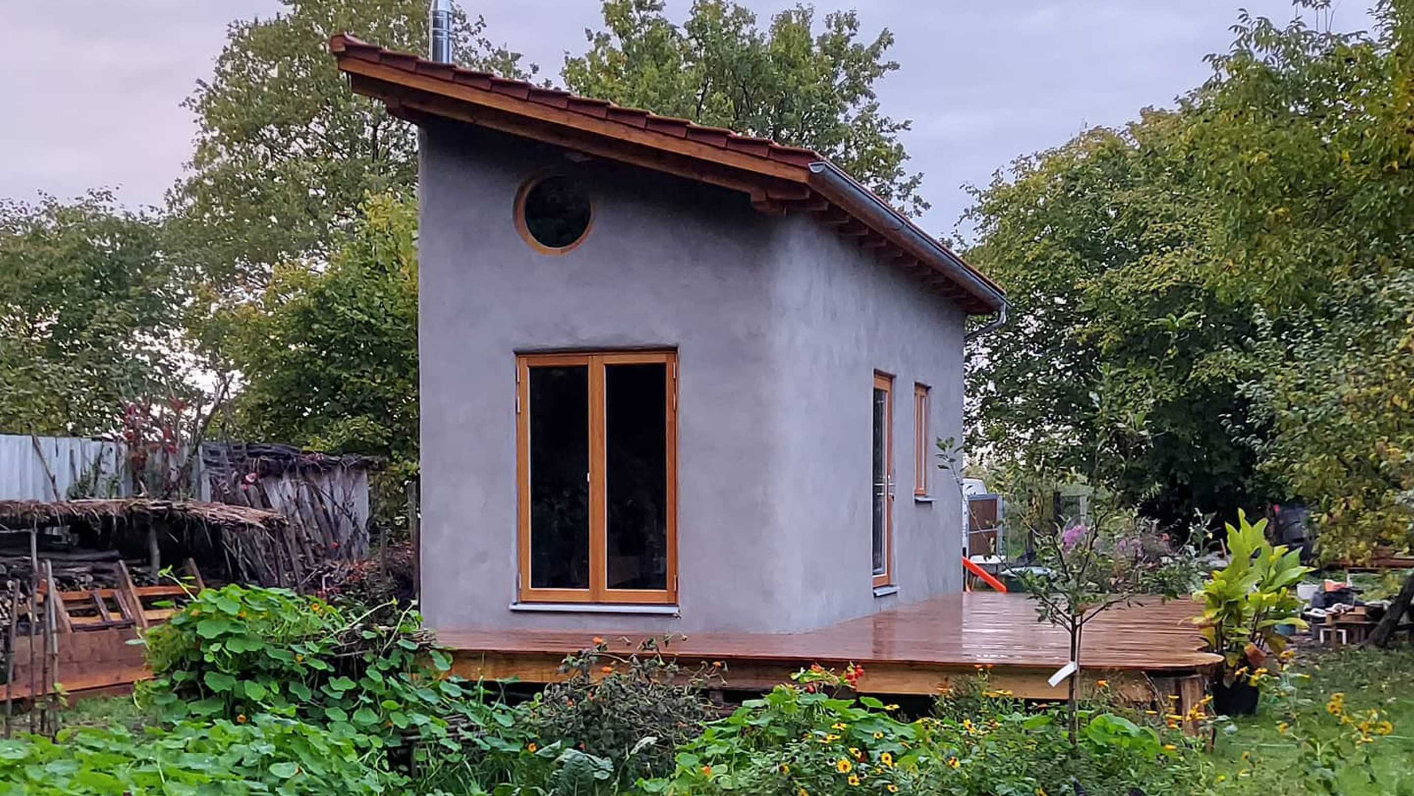 Verputztes Tiny Hemp House